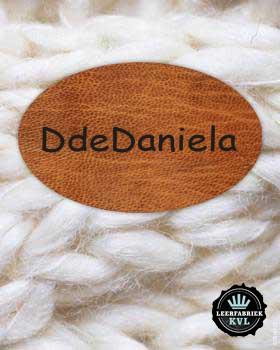 ed3520e2d6 Diseñar en línea etiquetas de cuero real o cuero vegano en CottonTrends y  utilizar como parche original. Crear sus propias etiquetas de cuero ...